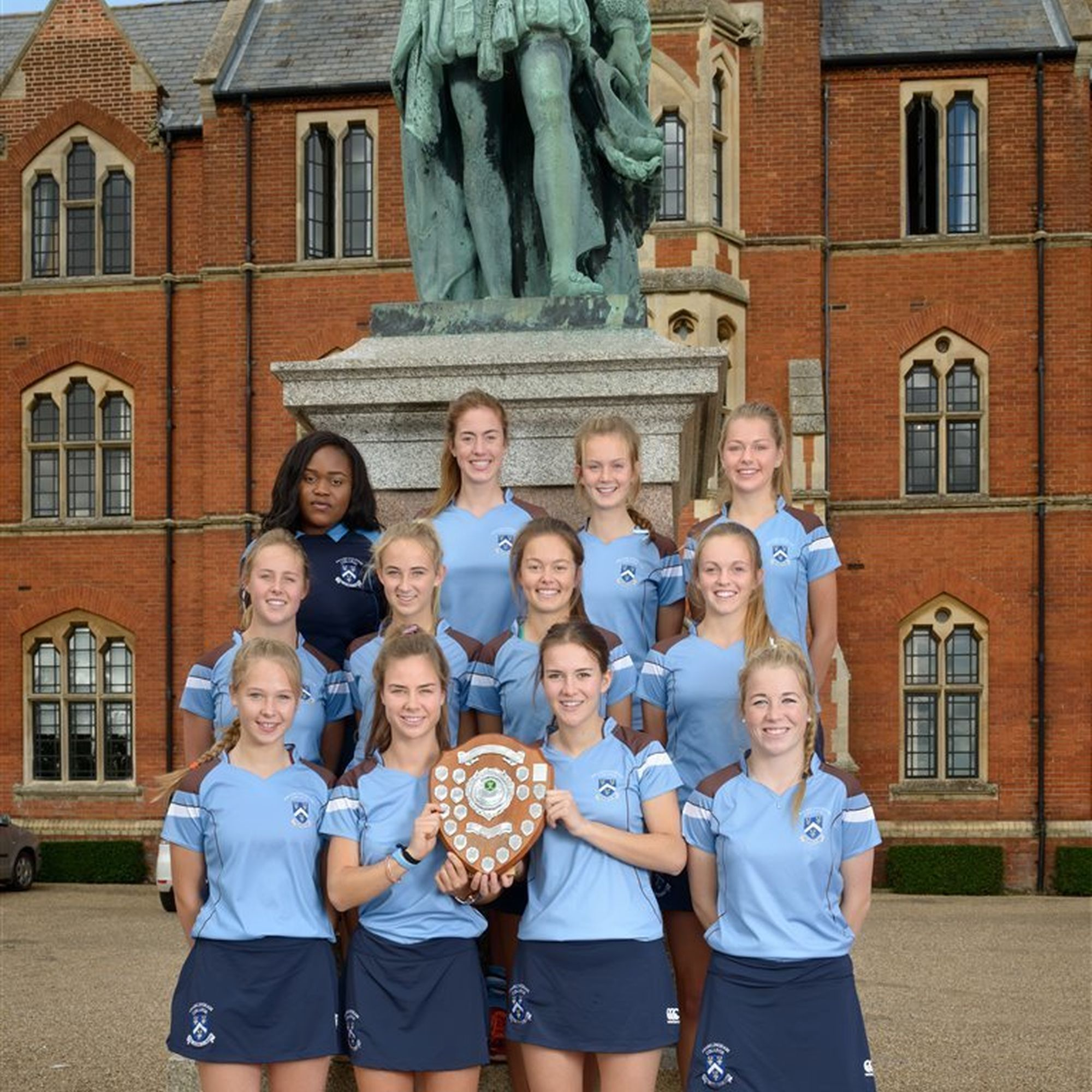 Frahmlingham college hockey exhange st marys julia fleming can be seen in the middle row left